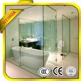 Ausgeglichenes Glas mit Löchern und Scharnier für Badezimmer-Tür