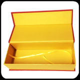 عمليّة بيع حارّ صنع وفقا لطلب الزّبون يطوي صندوق منتوج يعبّئ صندوق