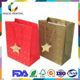 星の装飾が付いている光沢のある表面のギフトの包装袋