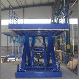Quatro elevadores verticais do material dos assoalhos