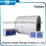 El papel de aluminio laminado de papel utilizado en una bolsita de automático que hace la máquina.