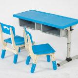 Cadeira e tabela plásticas ajustadas do estudo dos miúdos do estudo ajustado plástico do berçário
