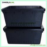 El apilamiento de almacenamiento de grandes contenedores móviles de plástico con tapa