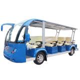 Bus di spola elettrico facente un giro turistico elettrico del bus con il passeggero 11