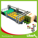 Trampoline variopinto Center con Dodgeball Area