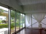 A parede de vidro da alta qualidade decora a barraca do banquete de casamento para o evento