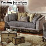 Antikes Gewebe-Sofa-amerikanische klassische Couch Loveseat mit hölzerner geschnitzter Unterseite