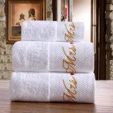 La alta calidad bordó la toalla 100% del algodón de Terry