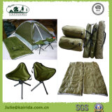 Het kamperen Combo met de Slaapzakken die van de Stoel wordt geplaatst