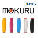 Brinquedo Desktop de madeira da aleta do rolo do dedo de Mokuru