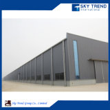 La struttura d'acciaio ha fabbricato la tettoia del magazzino
