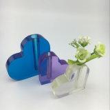Vase bleu de bureau à acrylique de forme de coeur
