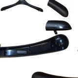 Percha durable negra plástica para la ropa femenina