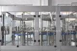 Macchina di rifornimento bevente della spremuta automatica con la catena di imballaggio di contrassegno di sigillamento della bottiglia