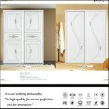 De moderne Garderobe van de Slaapkamer van de Schuifdeur van pvc met het Snijden