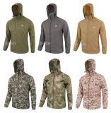 キャンプのコートをハイキングする砂漠の薄く戦術的な人の皮の日焼け止めの衣類