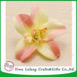 花が付いているタイの蘭ヘッド花の宝石類のブローチの帽子