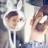 Espejo que magnifica ligero del espejo del maquillaje del conejo con la luz