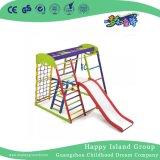 Миниые малыши взбираясь игра составляют оборудование спортивной площадки с скольжением