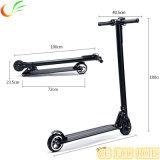 5.5 Zoll beweglichen Qualitäts-Mobilitäts-Roller faltend