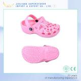 L'abitudine ha stampato gli impedimenti dei sandali di EVA dei capretti dei bambini