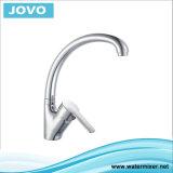 La porcelaine sanitaire Robinet de cuisine en laiton chromé JV 70605
