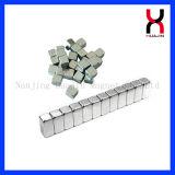 Niquelar e zinco quadrados revestiram o ímã do bloco do Neodymium