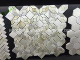 Calacatta壁のための金Basketweaveの大理石のモザイクW/Black点のタイル