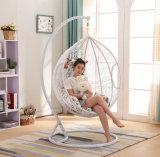白いハングの椅子の&Swing藤の家具、藤のバスケット(D011B)