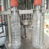 L'eau potable de l'embouteillage de la machine