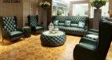 Sofá clásico de cuero Chesterfield antiguo