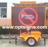 L'extérieur de l'écran à affichage LED portable signe le trafic du conseil d'énergie solaire remorque