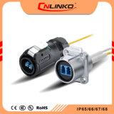 亜鉛合金の物質的なファイバーの光学男女のコネクターIP65/IP67は光学装置のための配線のコネクターを防水する