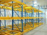 O armazenamento do armazém resistente empurra o sistema para trás do tormento