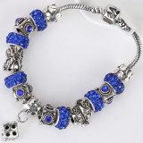 L'europeo di cristallo variopinto borda il braccialetto con il braccialetto rosso di fascini dei branelli di vetro di Murano
