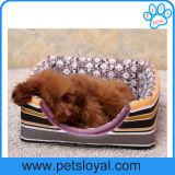 Base bonito da casa pequena para o filhote de cachorro do cão de animal de estimação