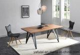 Folheado de madeira de nogueira topo MDF mesa de jantar com os pés com estrutura metálica