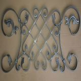 ゲートの上のやりの錬鉄の装飾