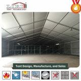 L'entrepôt provisoire structure 50 x 170m pour la mémoire et atelier avec le mur dur
