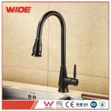 Robinets d'eau froide chaude unique tirez vers le bas robinet évier de cuisine avec une haute qualité
