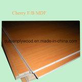 カシまたはチークまたはチェリーまたは灰の表面を持つAAAの等級自然なベニヤによって薄板にされるMDF