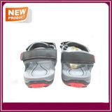 新しいデザイン軽量の屋外の夏のサンダルの靴