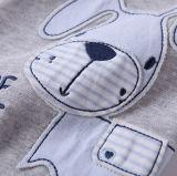 귀여운 유아는 순수한 면 편리한 아기 옷을 입는다
