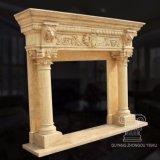Mensola del camino di marmo del camino intagliata mano con i particolari del leone