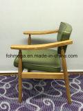 Armrest (FOH-BCC33)が付いている背部およびシートの家具製造販売業のホテルの木製の椅子