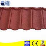 Pierre de couleur terre cuite recouvert de tuiles de toiture en métal