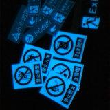 8 horas de color luminescente azul que brilla intensamente en la cinta fotoluminiscente oscura para la guía de la seguridad