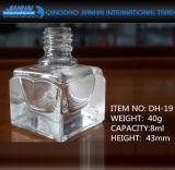 Quadratisch gedruckte Glasnagellack-Flaschen leeren