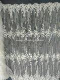 ウェディングドレスの白く一義的なハンドメイドのレースを離れたAoliweiyaの刺繍