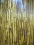 Um piso de bambu sólido de grau